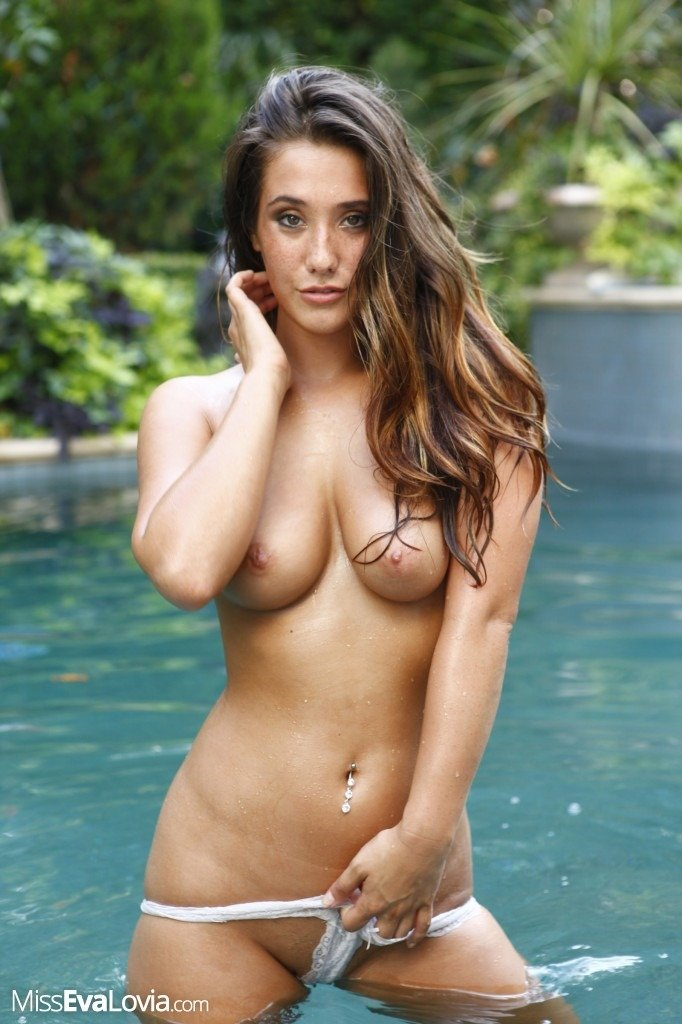 Abigail mac shows off her fitness routine 4